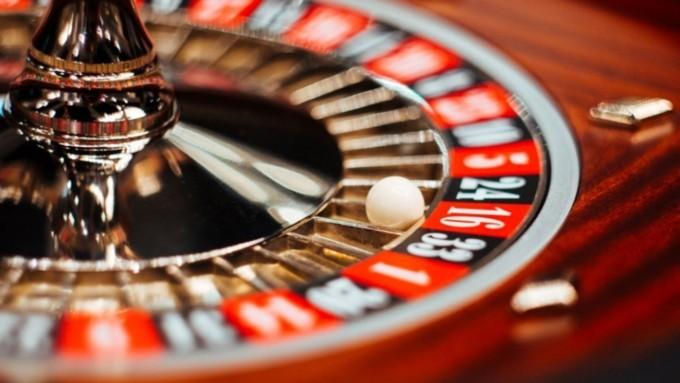 Федеральная налоговая служба запретила переводы в онлайн-казино Azino777